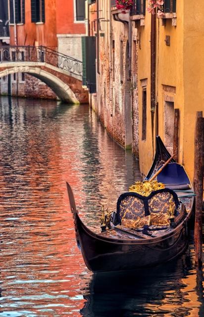 Venice gondola depositphotos